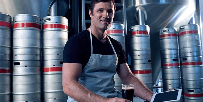 Ce3rvejarias artesanais buscam alternativas para vender
